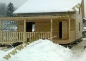 Полутороэтажный дом из бруса с открытой террасой
