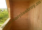 Вид балкона в деревянном доме