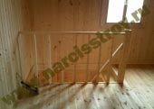 Деревянные перила на лестнице